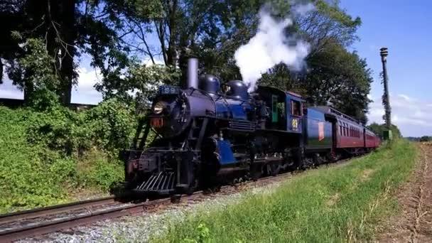 Stragsburg, Pennsylvania, září, 2018 - parní lokomotiva supěl Amish země zemědělské pozemky