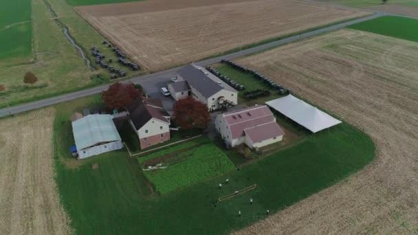 Letecký pohled na Amish svatby v Amish farma na podzim zajat sondu