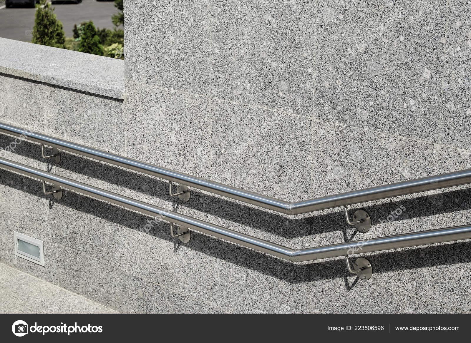Scale gradini sono decorate con granito piastrelle marmo con