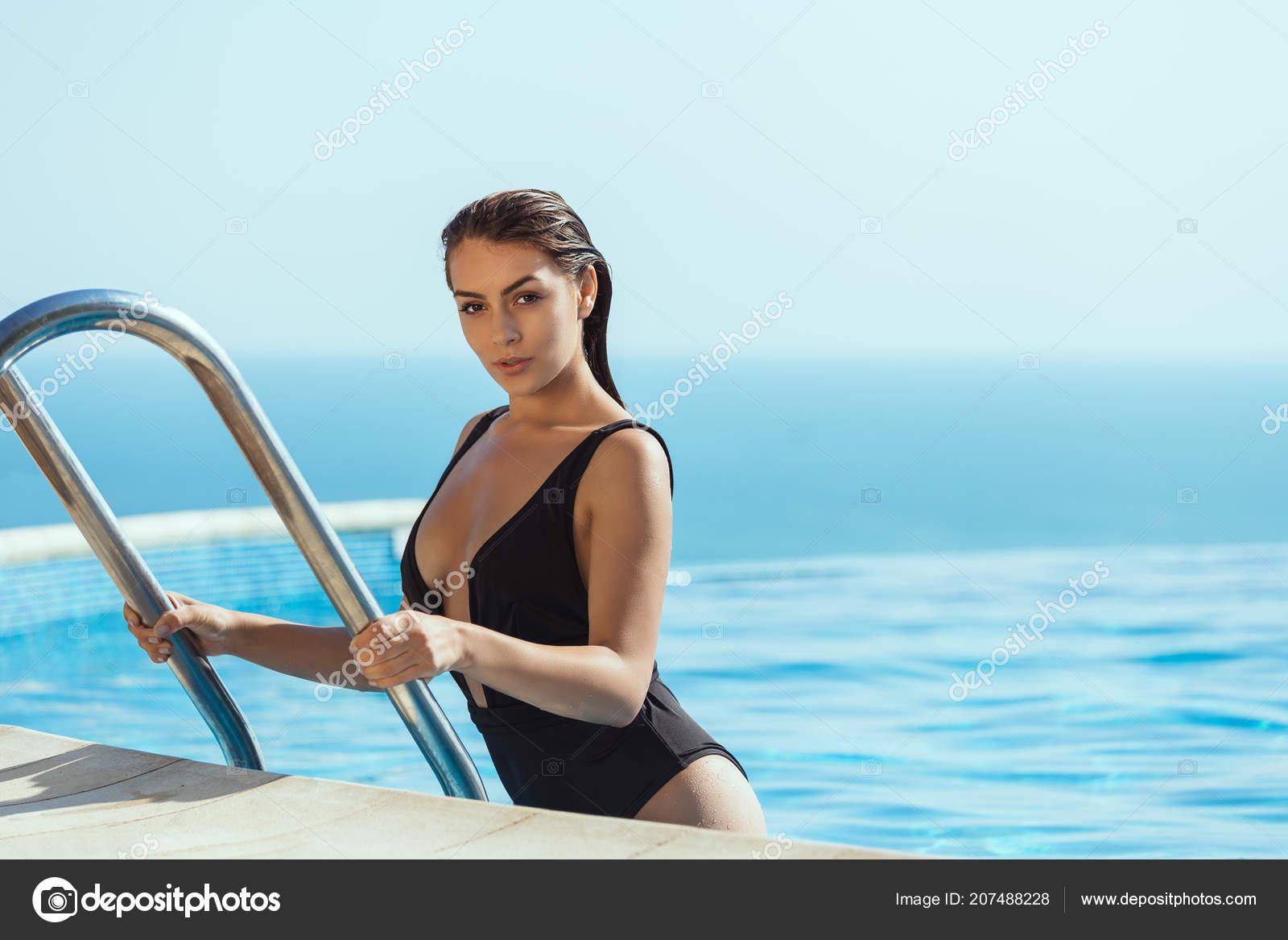 fotky nahé dívky dívky bazénu