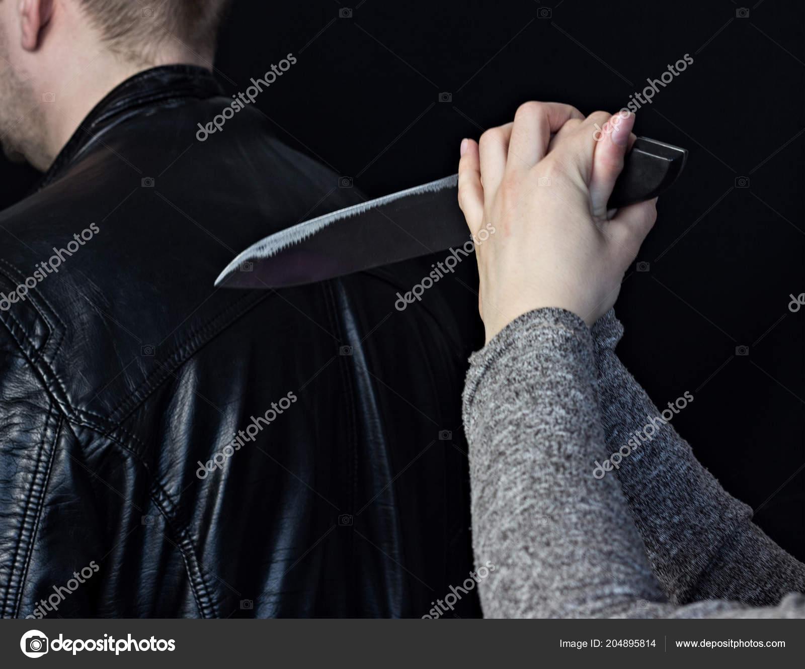 фото спины с ножами