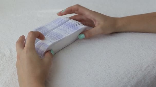 Mädchen fingern täglich Damenbinden Konzept der Sauberkeit und Hygiene, Nahaufnahme, Menstruation