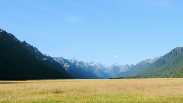Hory a údolí v národním parku Fiordland, Nový Zéland