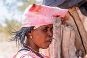 Kamandžab, Namibie-Jan 6, 2016: neidentifikovaná žena Hererská v Namibii. V Namibii bylo odhadem 250 000 lidí Herero v roce 2013