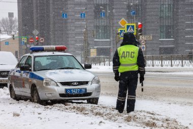 February 7, 2018, St. Petersburg, Russia: Traffic police dps in the winter on Moskovsky Prospekt. The snow is falling. Police and police car in the snow.