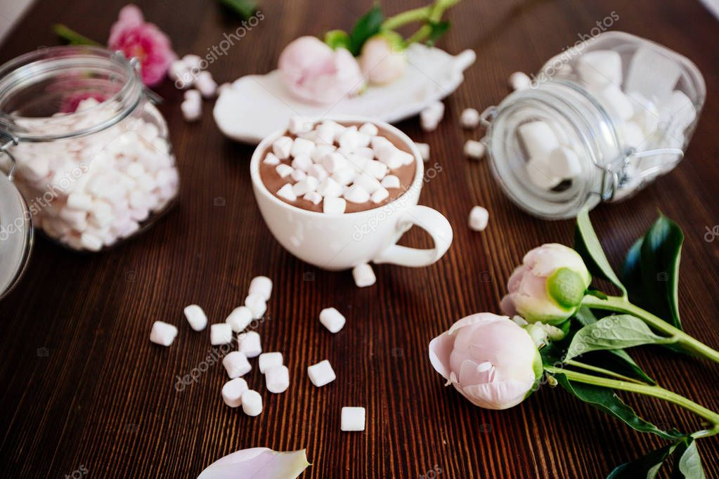Cocoa with marshmallow and flowers.