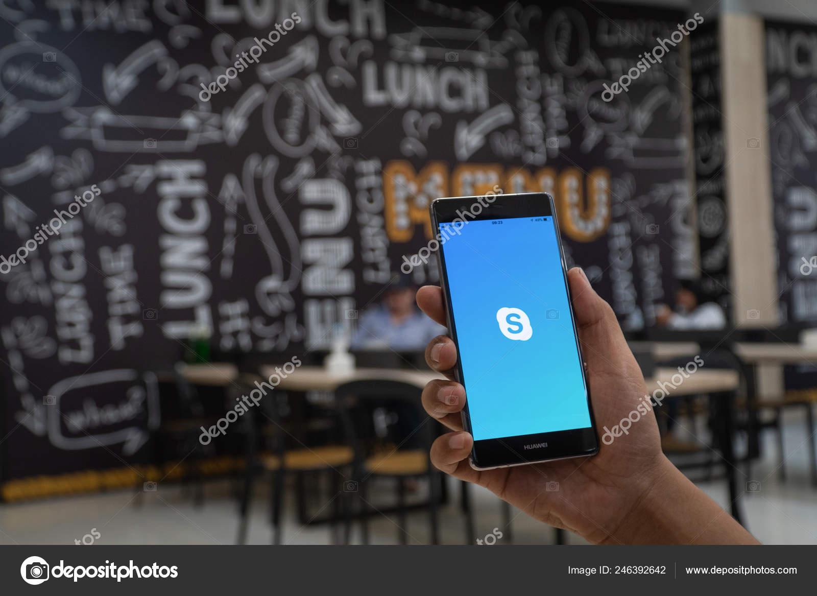Chiang Mai Thailand Jan 2019 Man Holding Huawei Skype Apps – Stock