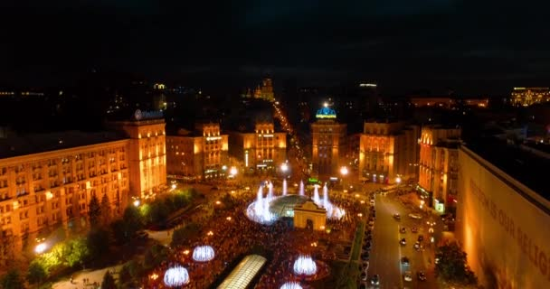 Independence Square. May 1, 2018. Kiev (Kyiv). Ukraine. Aerial view of the fountains. Evening. People walk around the square. Building. On the road there are cars. Singing Fountains