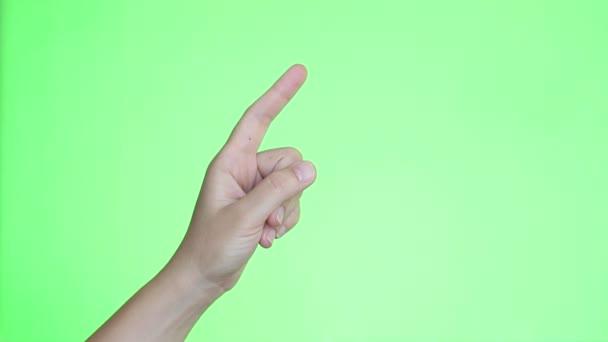 Muž zvyšování ruku a prst na otázku odpovědět. Detail ruční. Chroma key pozadí. Zelená obrazovka. Izolovaný