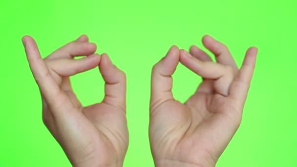 Mudra. Jóga pozice ruky. Detail rukou. Chroma key pozadí. Zelená obrazovka. Izolovaný