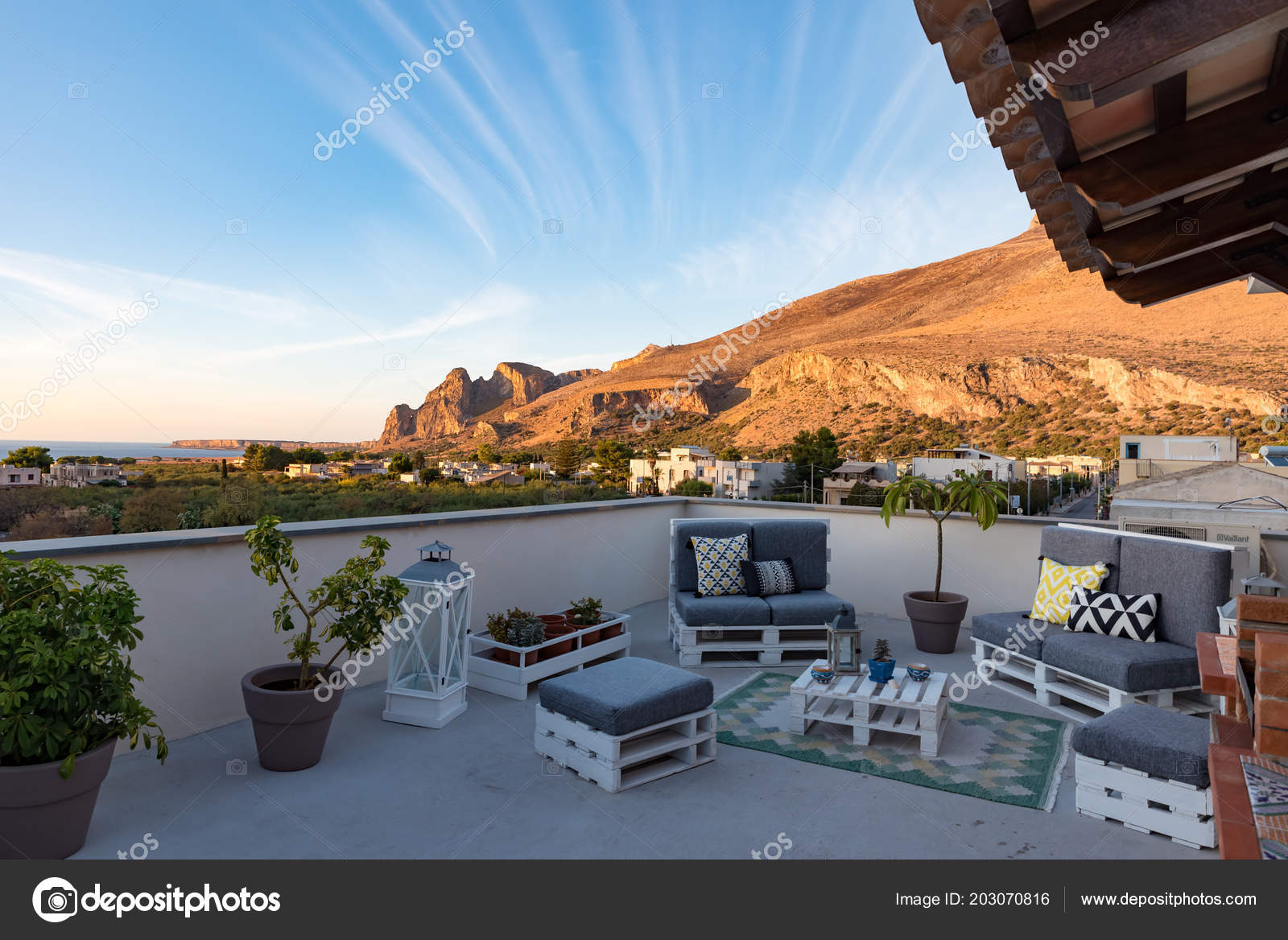 Muebles Terraza Jardín Foto De Stock Fpwing C 203070816
