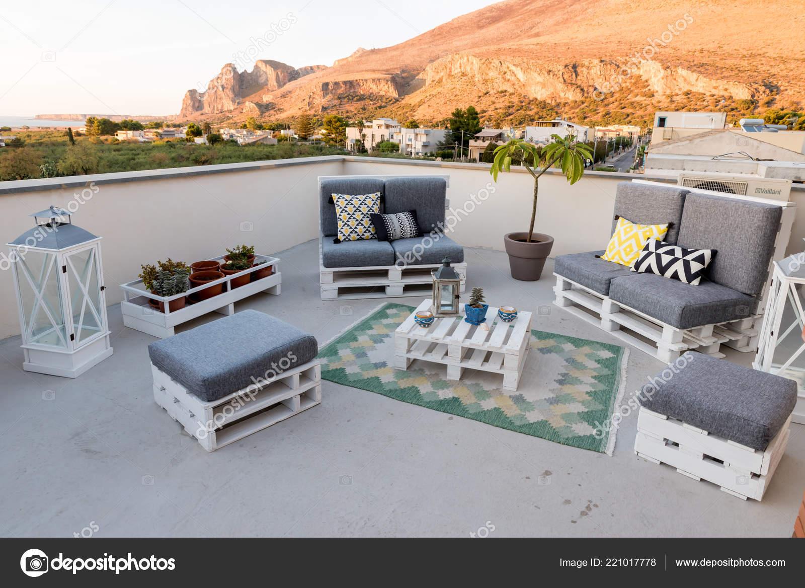 Muebles Terraza Jardín Foto De Stock Fpwing C 221017778