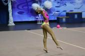 Orenburg, Oroszország - 2017. November 25. év: lányok versenyeznek az Orenburg régióban-Európa-bajnokság, a ritmikus gimnasztika ritmikus gimnasztika téli dallam-2017.
