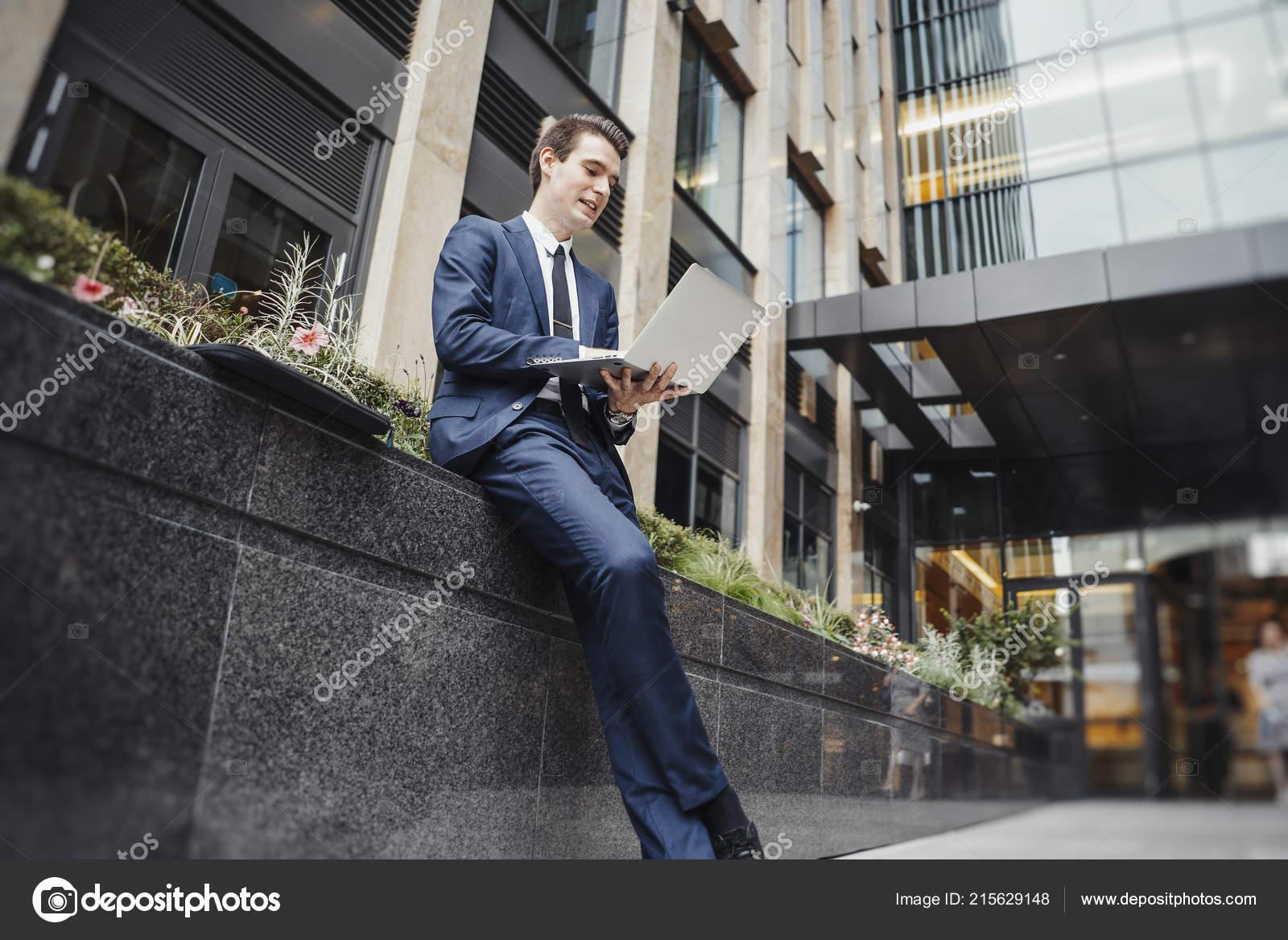 Datant d'un homme d'affaires réussie