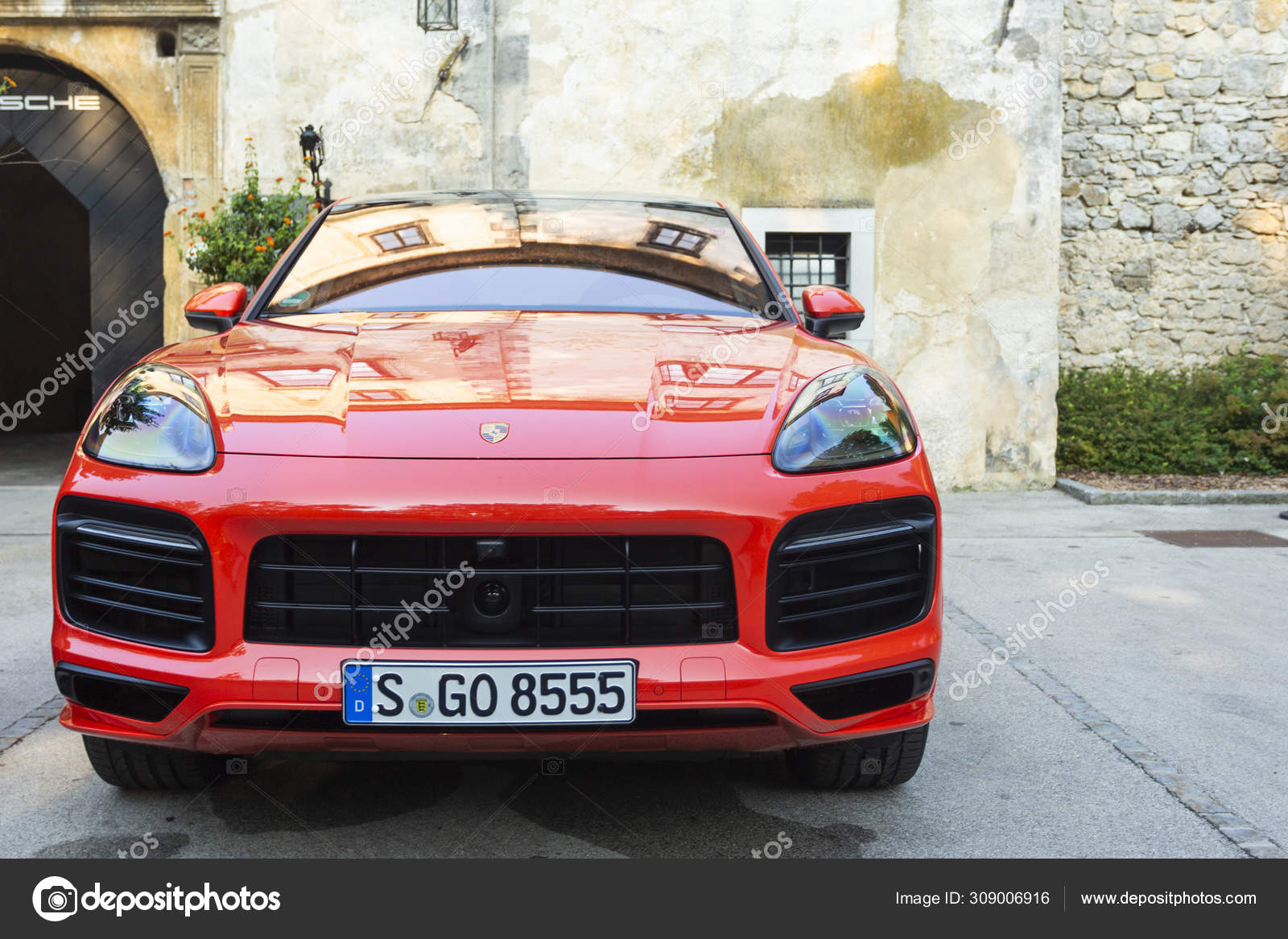Red Porsche Cayenne Stock Photos Royalty Free Red Porsche Cayenne Images Depositphotos