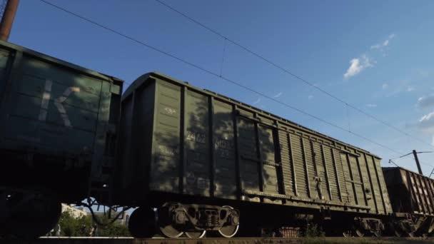 Panorama z auta nákladní vlak
