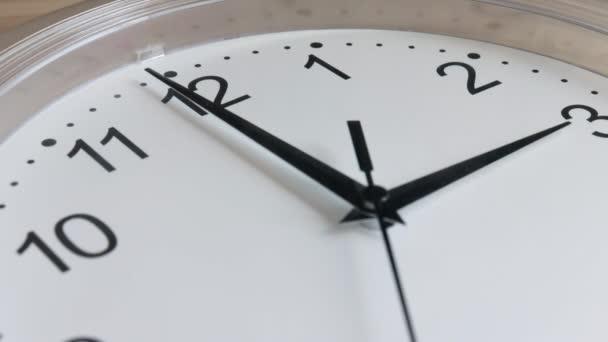 Hodinový ciferník běh bílé zdi hodiny detail
