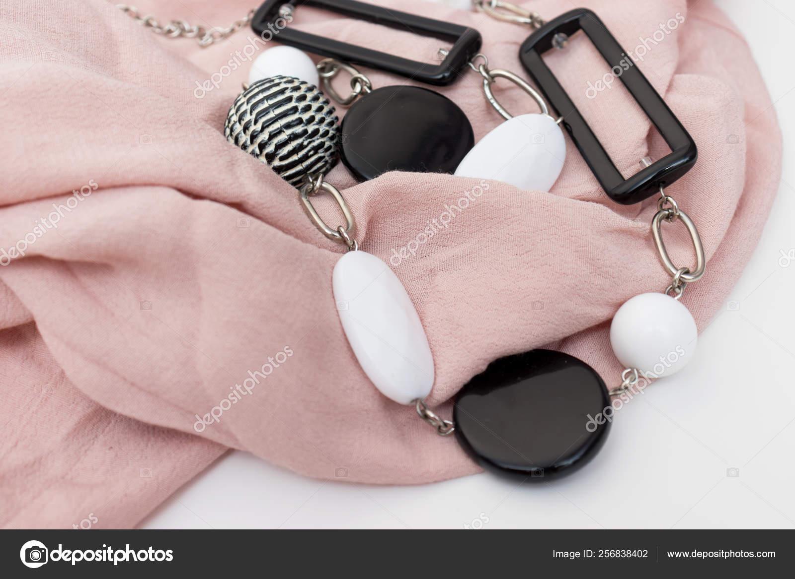 100% de qualité supérieure Prix de gros 2019 prix le plus bas Black and white bijouterie necklace with geometric beads and ...