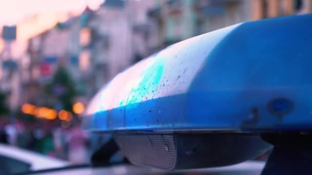 Povolené siréna na policejní auto, detail, policejní auto stojící na ulici město