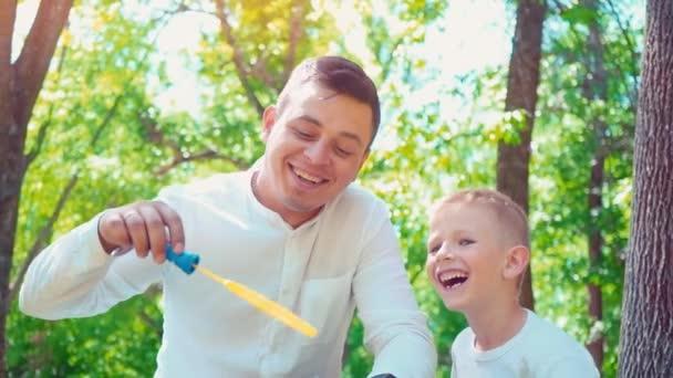 Pai Com Seu Sabonete De Sopro Filho Bolhas Divertido Passatempo