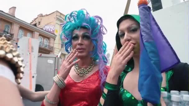 Ukrajina, Kyjev, 17 června 2018. Března rovnosti Lgbt. Transvestité a transsexuálů