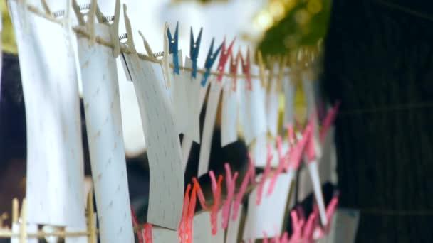 Fotografie na lanem s kolíčky na prádlo, Foto sušení