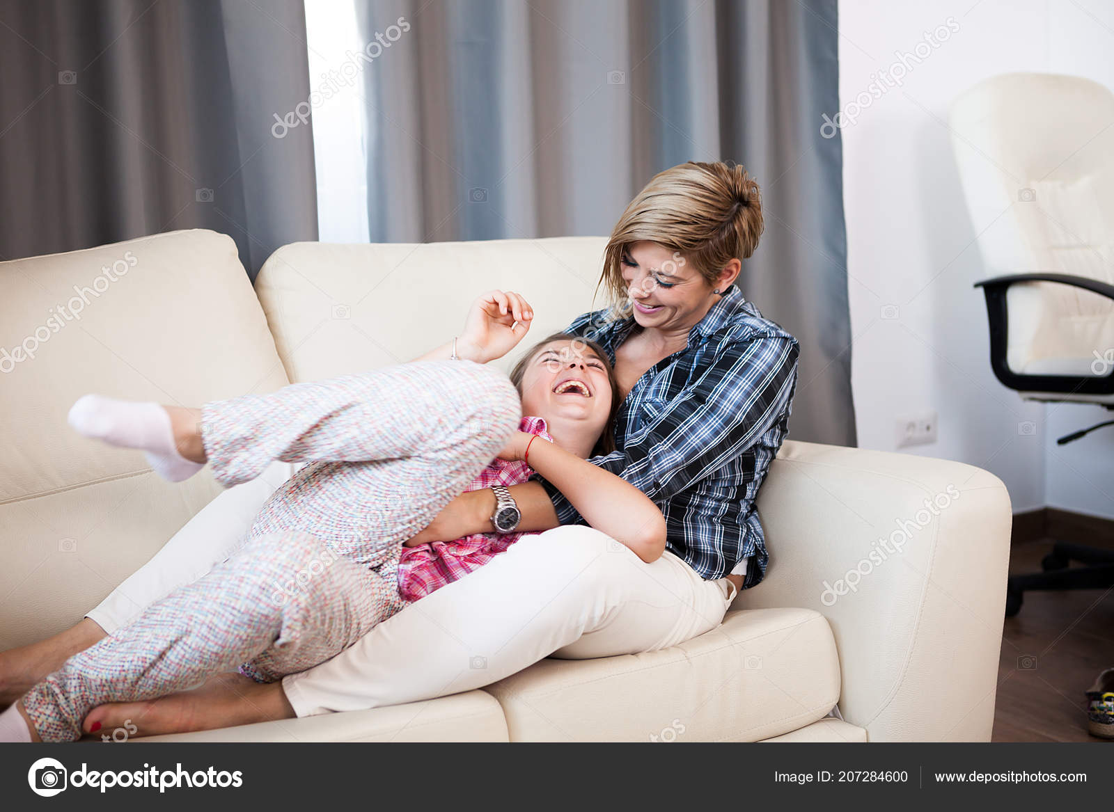 Фото друг ебет маму и тетю, Сын трахает маму друга в его доме Похожие фото 22 фотография