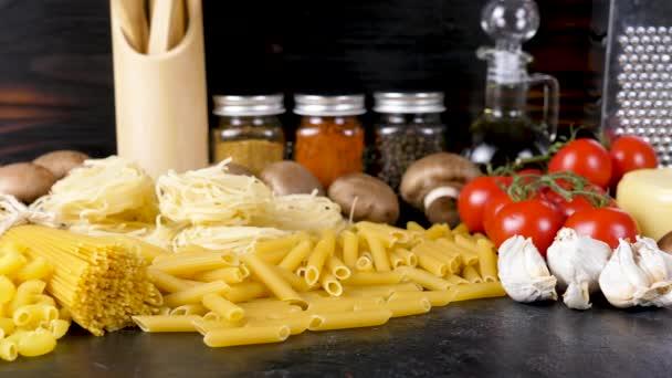 Též syrové těstoviny v cizích odrůd vedle jiných čerstvých surovin