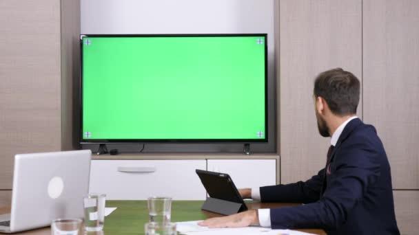 Geschäftsmann in Konferenz-Videoanruf