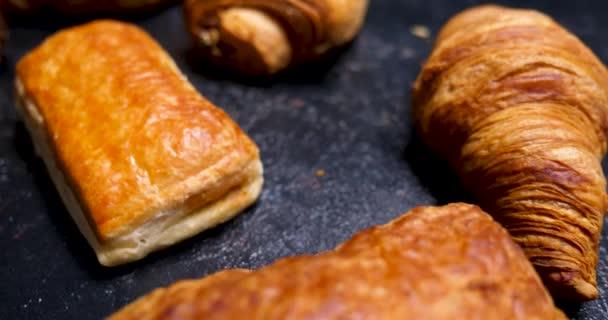 Listové pečivo, croissanty a čokoládové těsto