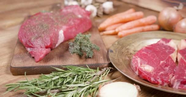 Posuvné po složení syrového masa a zeleniny