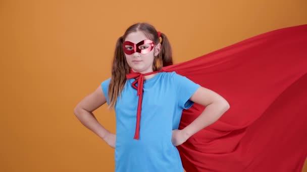 Cinemagraph - gyönyörű lány öltözött szuperhõs