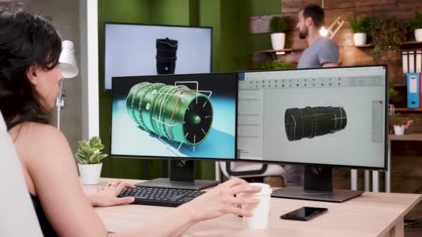 Über die Schulter Schuss von professionellen Designer arbeiten an neuen Turbinen-Prototypen