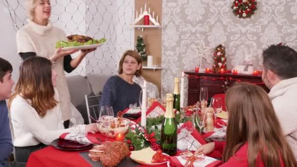 A karácsonyi családi vacsora a finom pulykát követően érkezik