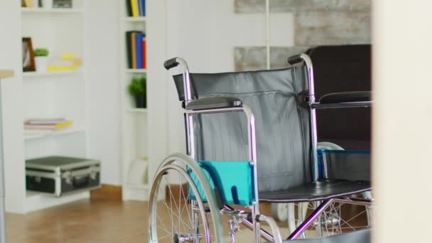 Rollstuhl im Gesundheitsraum