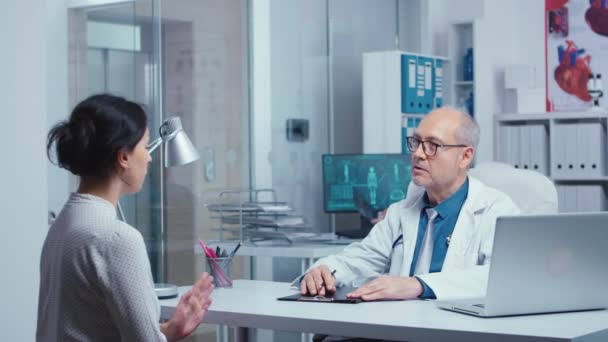 Senior doctor giving medical consultation