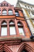 Homályos tekintettel történelmi vörös téglából Londonban
