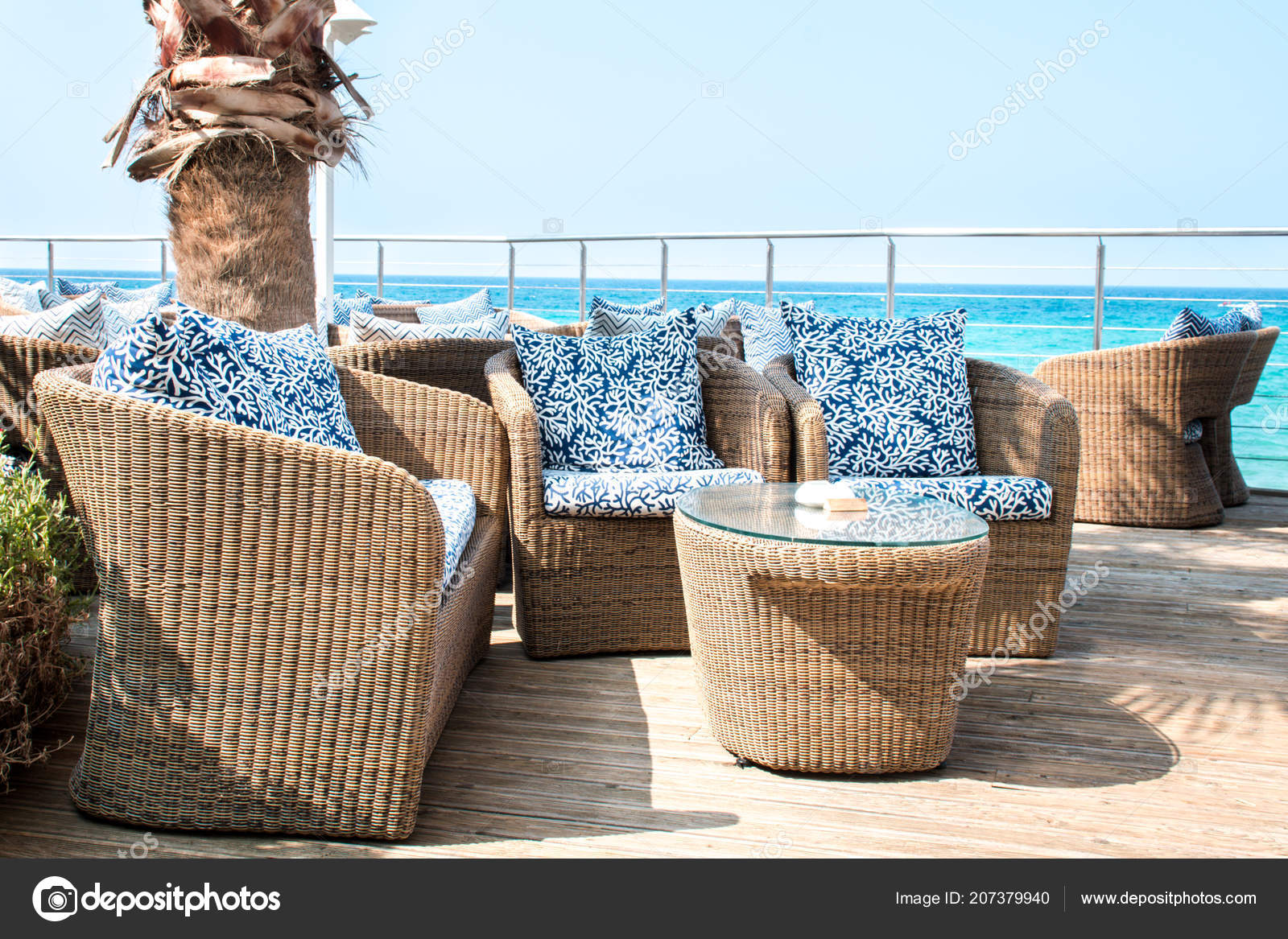 Superbe View Empty Luxury Balcony Sea Rattan Furniture U2014 Stock Photo