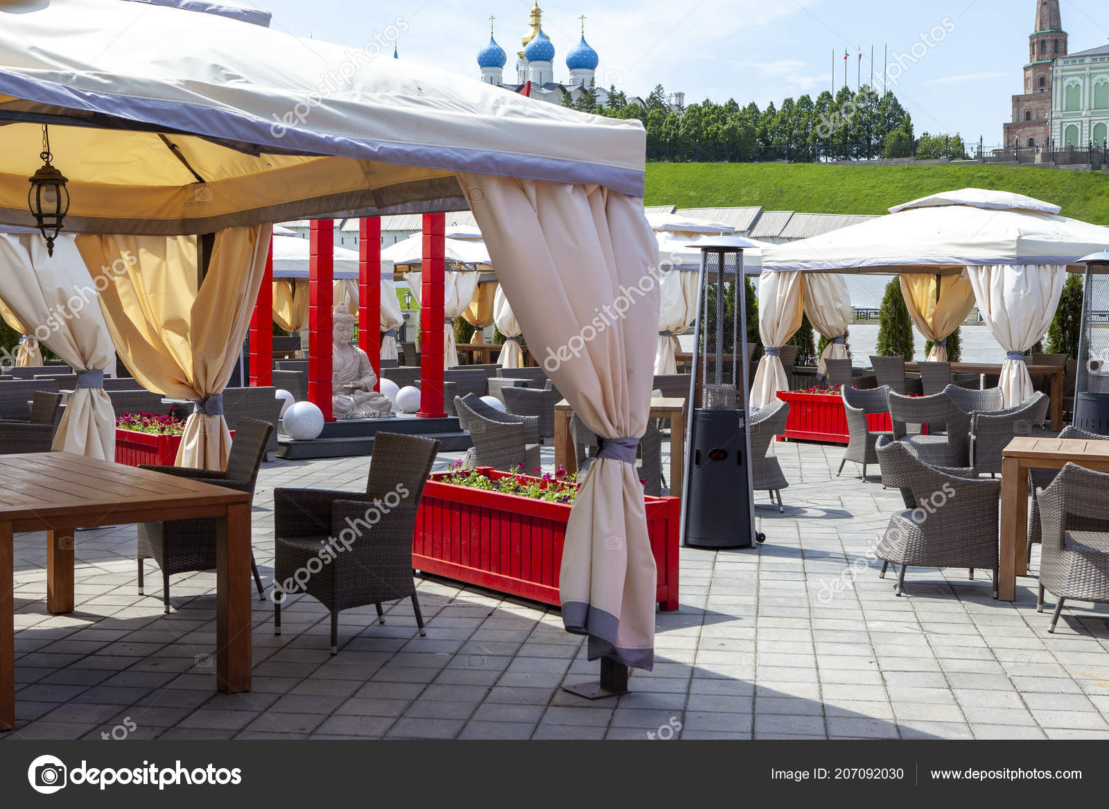 Amazing Outdoor Cafe Traditional Style Tables Chairs Flowers Lamps Short Links Chair Design For Home Short Linksinfo