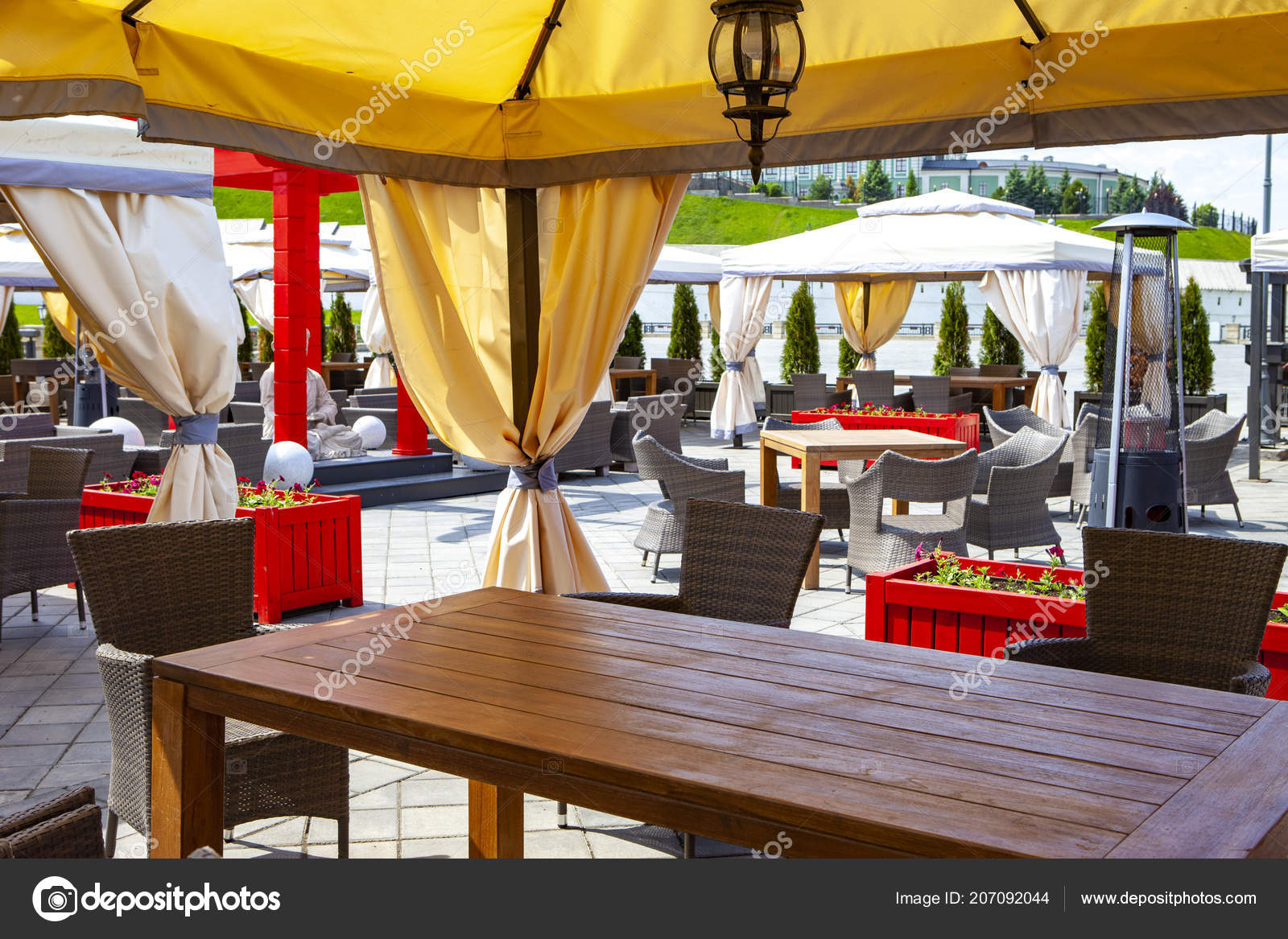 Outstanding Outdoor Cafe Traditional Style Tables Chairs Flowers Lamps Short Links Chair Design For Home Short Linksinfo