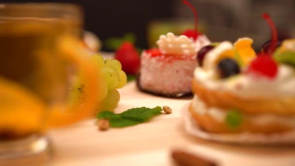Selektivní fokus pohled Lahodný ovocný dort