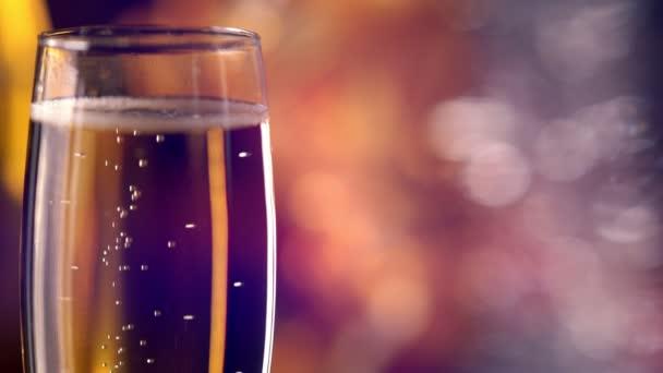Šumivá flétna bublajícího šampaňského