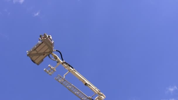 Teleskopické hasiči žebříkem nebo platformu rotační