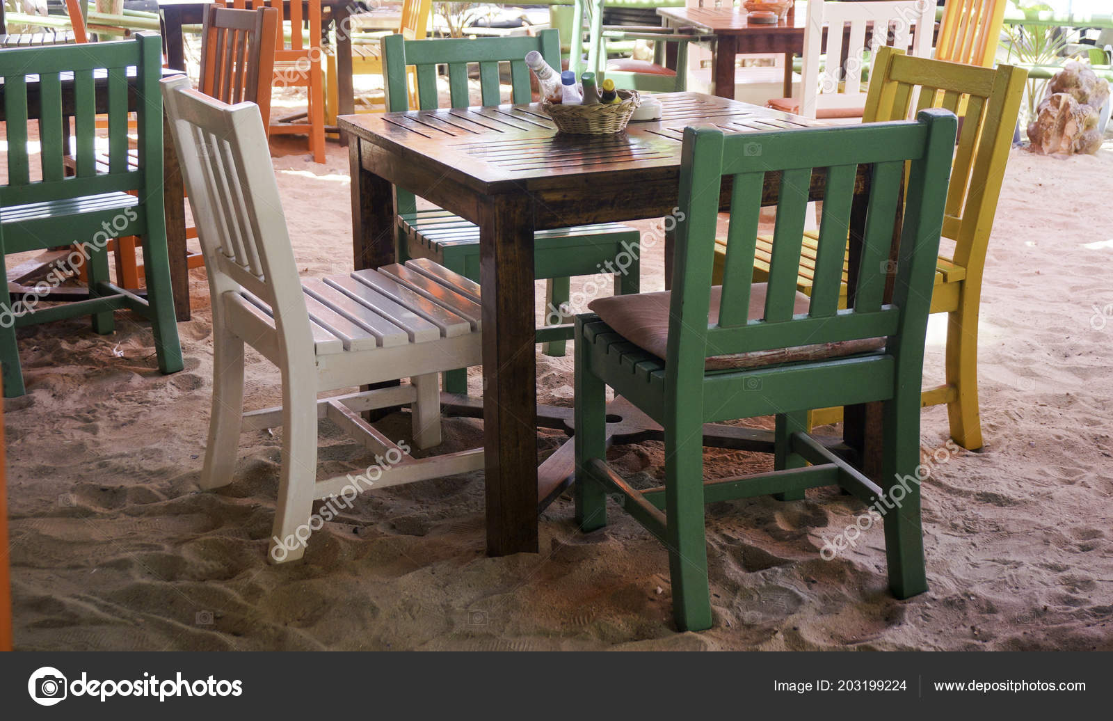 Sedie Colorate Legno Sulla Spiaggia Thailandia — Foto Stock ...