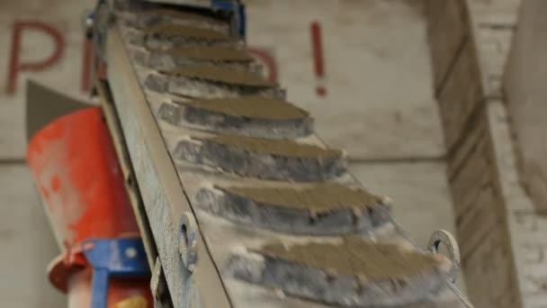 Výrobní fáze segmentální betonových dlaždic pro povrchové krytiny