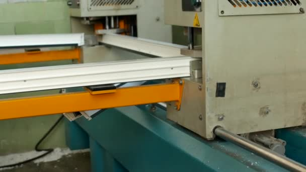 Výroba a výroba pvc okna, pvc, okenního rámu se nachází v zařízení pro pájení rohy pvc profilu, close-up, pájení, lepení