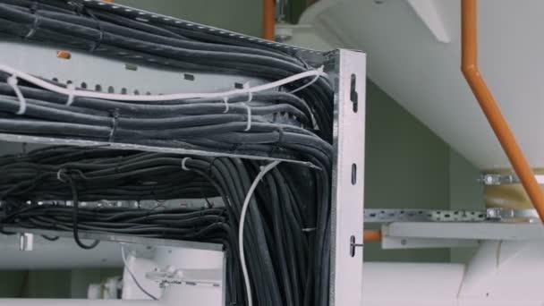 napájecí kabeláž, elektřina a komunikace na enterprise