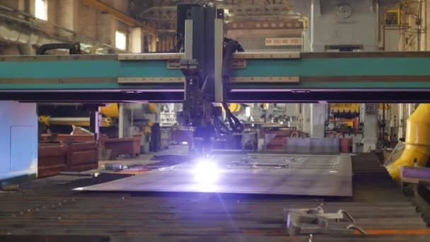 Macchina moderna per il taglio plasma automatico del metallo, close-up, industria e produzione, metal cutting, produzione