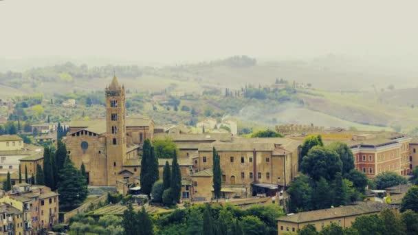 Letecký pohled na krásné středověké město Siena v Toskánsku Itálie