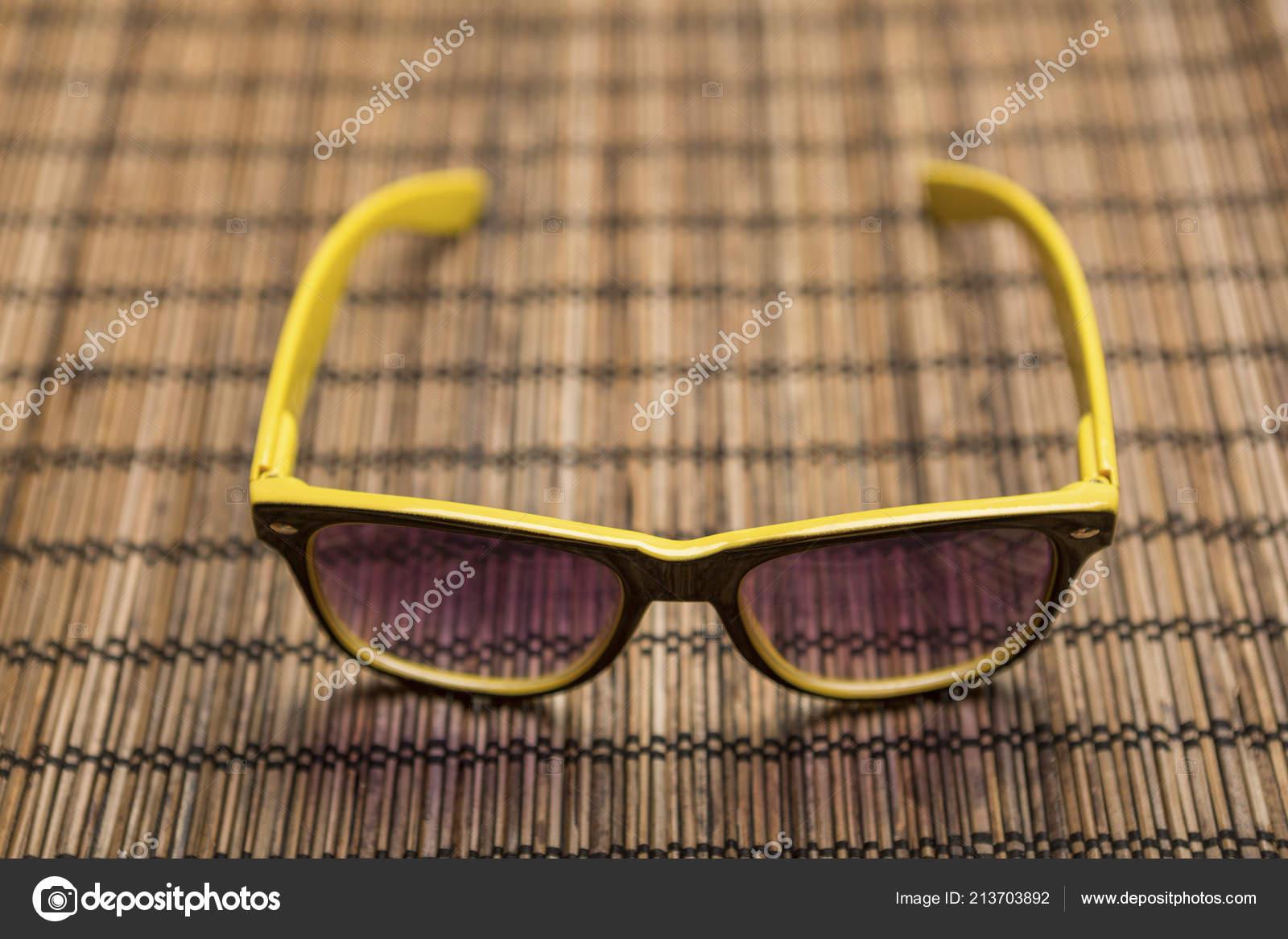 Estera Bambú Stock Gafas © Sol Dragunov1983 Amarillo Foto De — cjqS54RL3A